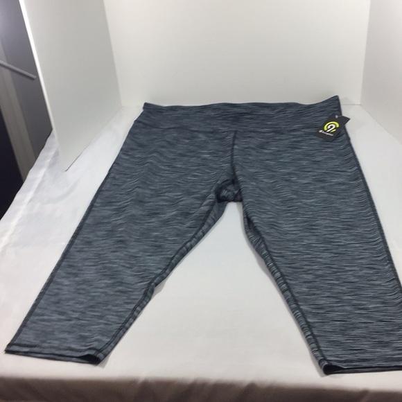 8976134c5015 C9 Champion Women s Performance Capri pants 3X